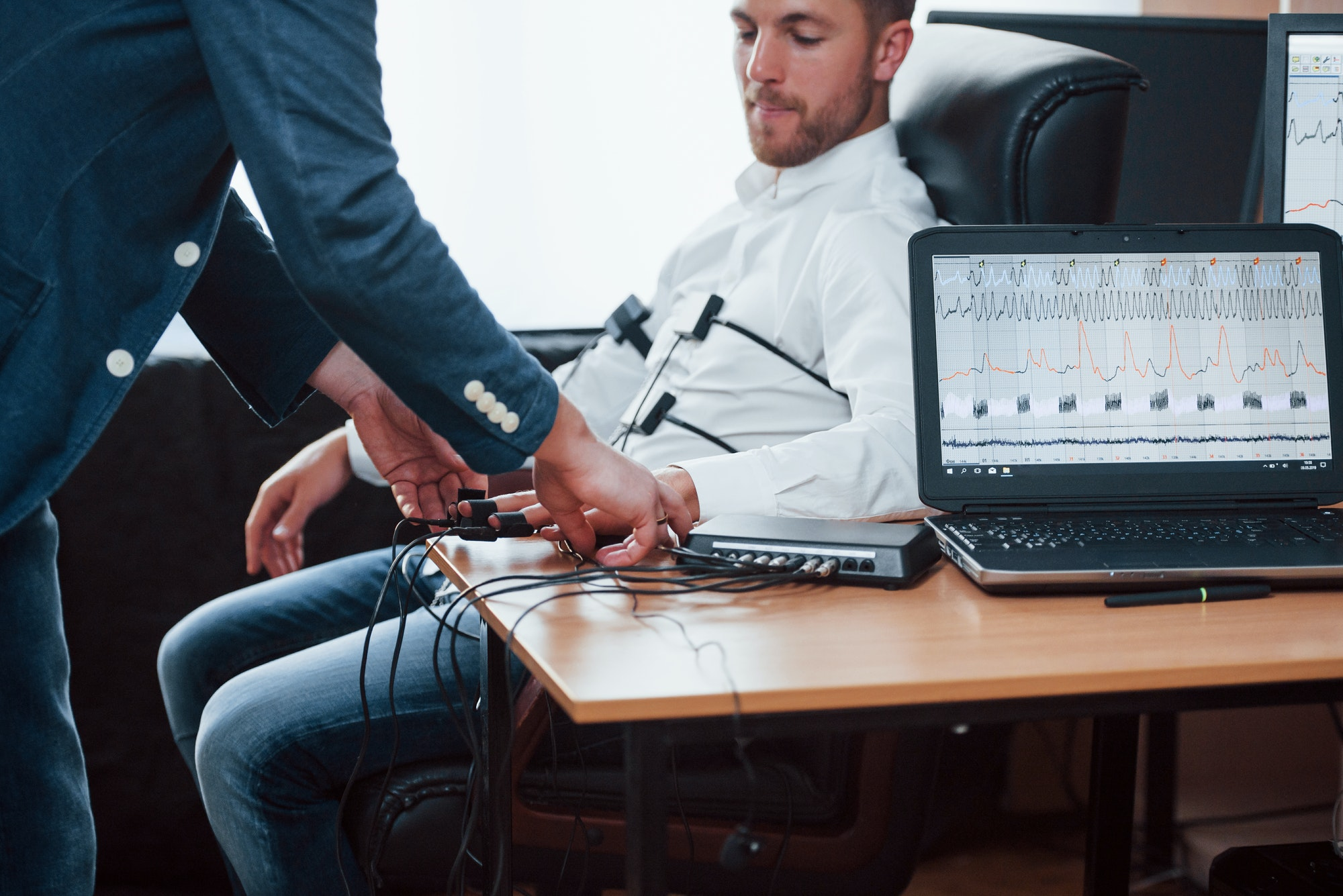 Preparation for the polygraph test. Conception of the lie detector